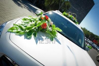 Как закрепить свадебные кольца на машину